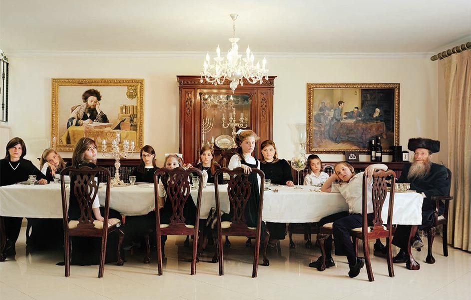 The Weinfeld Family, 2009. Photo © Frédéric Brenner, courtesy Howard Greenberg Gallery