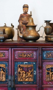 Qing Dynasty cabinet with various bronze objects