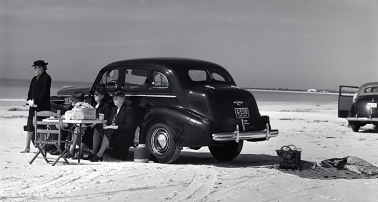 Marion Post Wolcott, Winter Visitors from Nearby Trailer Park, Picnicking Beside Car on Beach, Near Sarasota, Florida, 1941